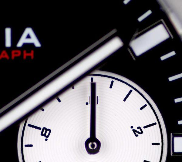 V5.2 Chronograph Details 2