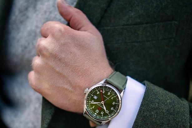 Travelmaster mit grünem Zifferblatt